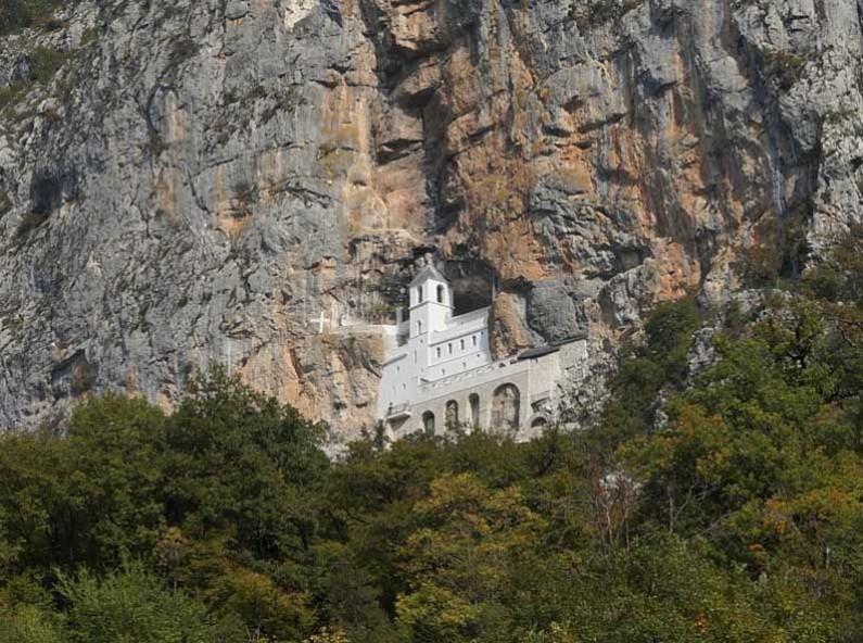 Острог. Горния манастир