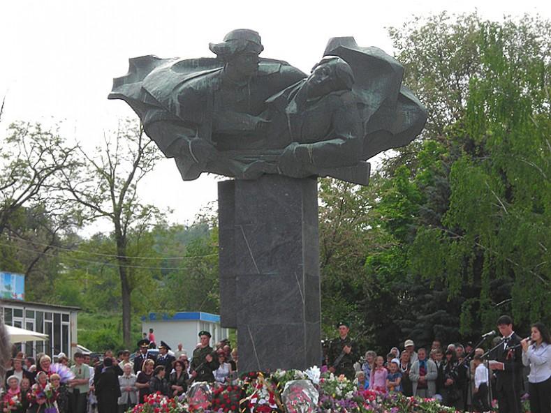 Паметник на Майя Серебряк, Тараклия, Молдова