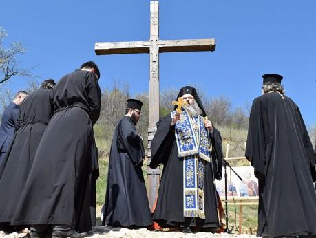 Освещаване на поклонния кръст в Неделя Кръстопоклон