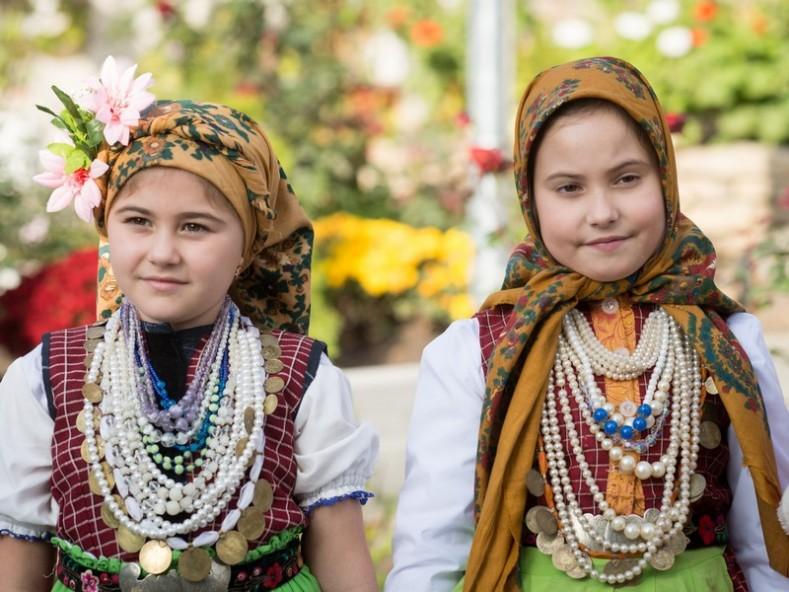 """деца от село Твърдица, Молдова, на храмов празник """"Света Параскева"""""""