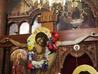 Застанали пред кръста на Христос