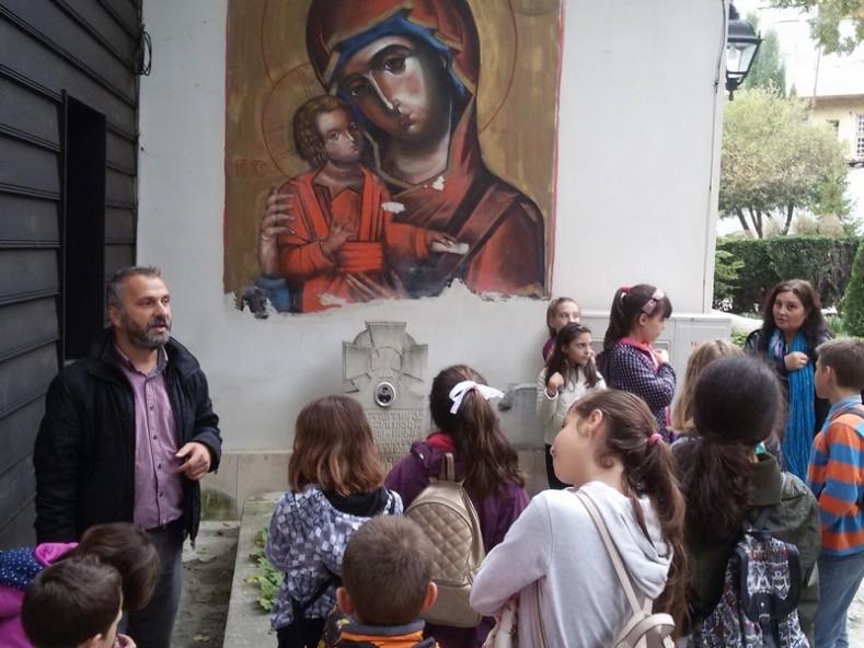 Днес край гроба на о. Константин децата на Варна учат за Варненското Възраждане