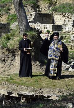 При аязмото на манастира