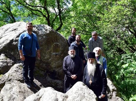 По светите места край манастира