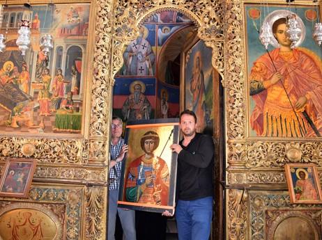 Изнасяне на иконата от олтара