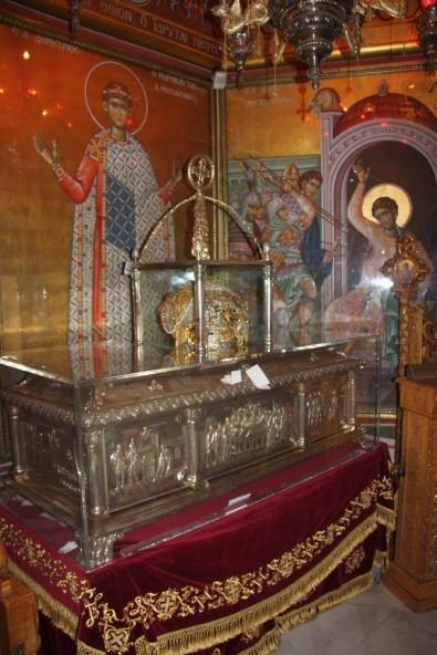 Мощите на св. Димитър в храма в Солун