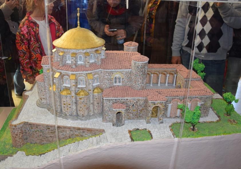 Макет на Кръглата (Златната) църква, 9-10 в