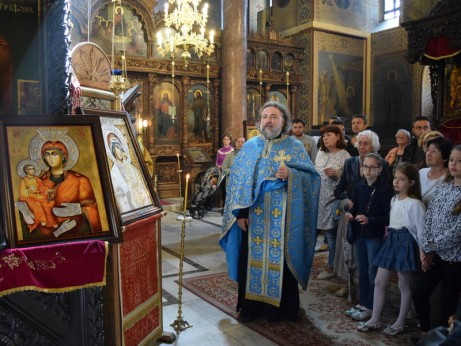 Слово на о. Василий за иконите, за дарителя, за децата и учителите им