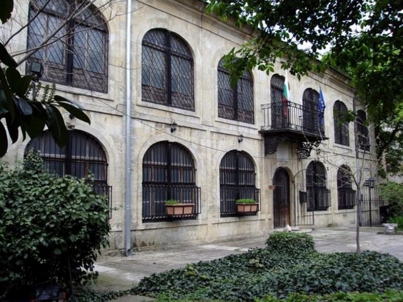 Сградата на ул. Параскева Николау № 7, сега Музей по история на медицината (Iive.varna.bg)