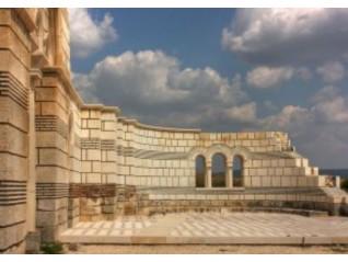 За отбелязването на 1150 години от Покръстването на България и честванията в Плиска. Две мнения.