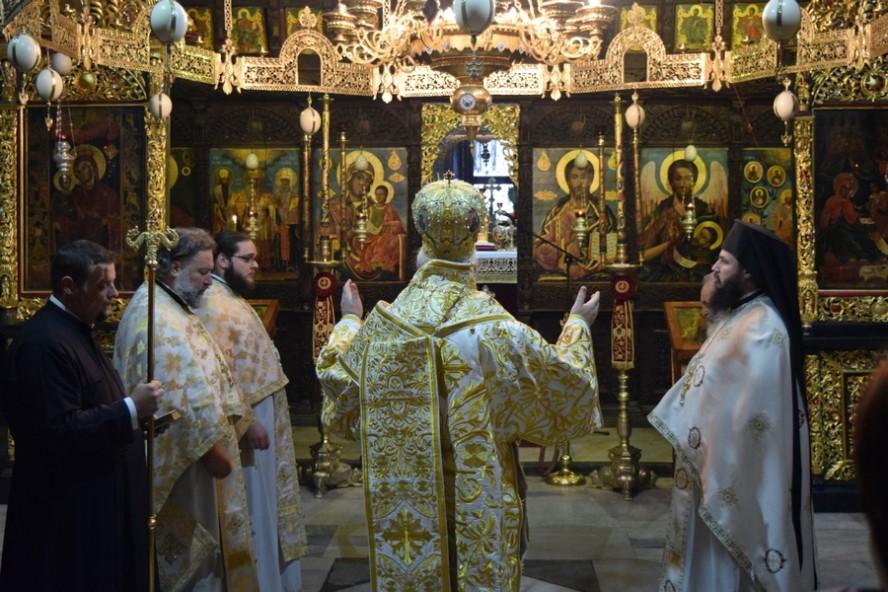 Света Божествена литургия в Троянския манастир