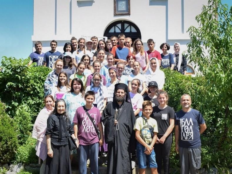 При отец Нектарий в Гложенския манастир