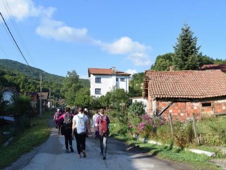 Пътят към храма в с. Клисура