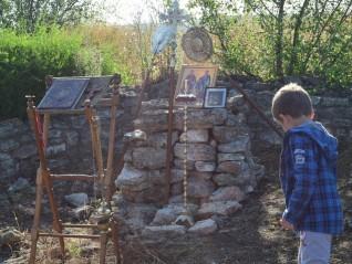 """1 юли - Литургия в древната базилика """"Св. св. Козма и Дамян"""" край Каварна"""