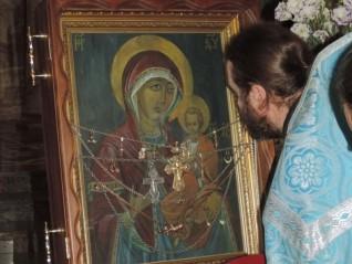 Чудотворната икона на Божията Майка Одигитрия Байталска пристига във Варна