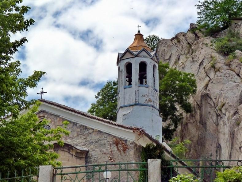 "Старинен храм ""Св. Параскева"" Пловдив - plovdivskamitropolia.bg"