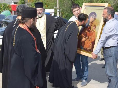 05.05.17 - подаряване на иконата в центъра на града