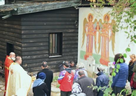 Панихида за варненските възрожденци на гроба на протойерей Константин Дъновски в двора на храма