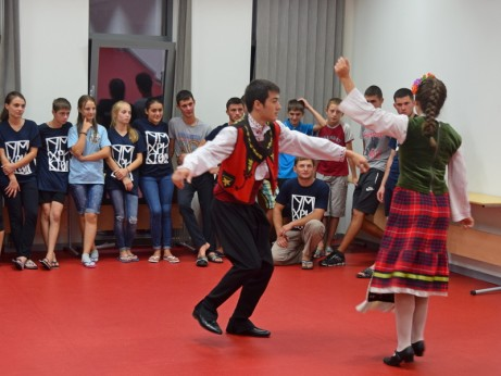 Курс по народни танци