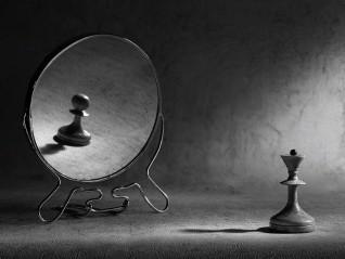 Себеизразяване: подчинение; неумолими стандарти